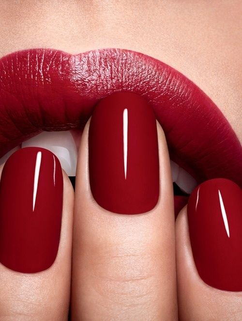 43493-Perfect-Red-Lips-And-Nails
