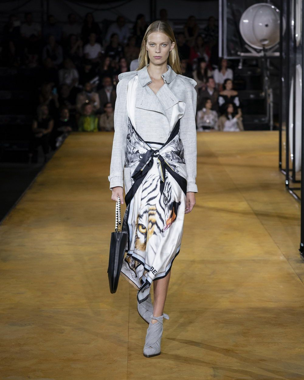 Burberry Spring_Summer 2020 Collection - Look 23_resize