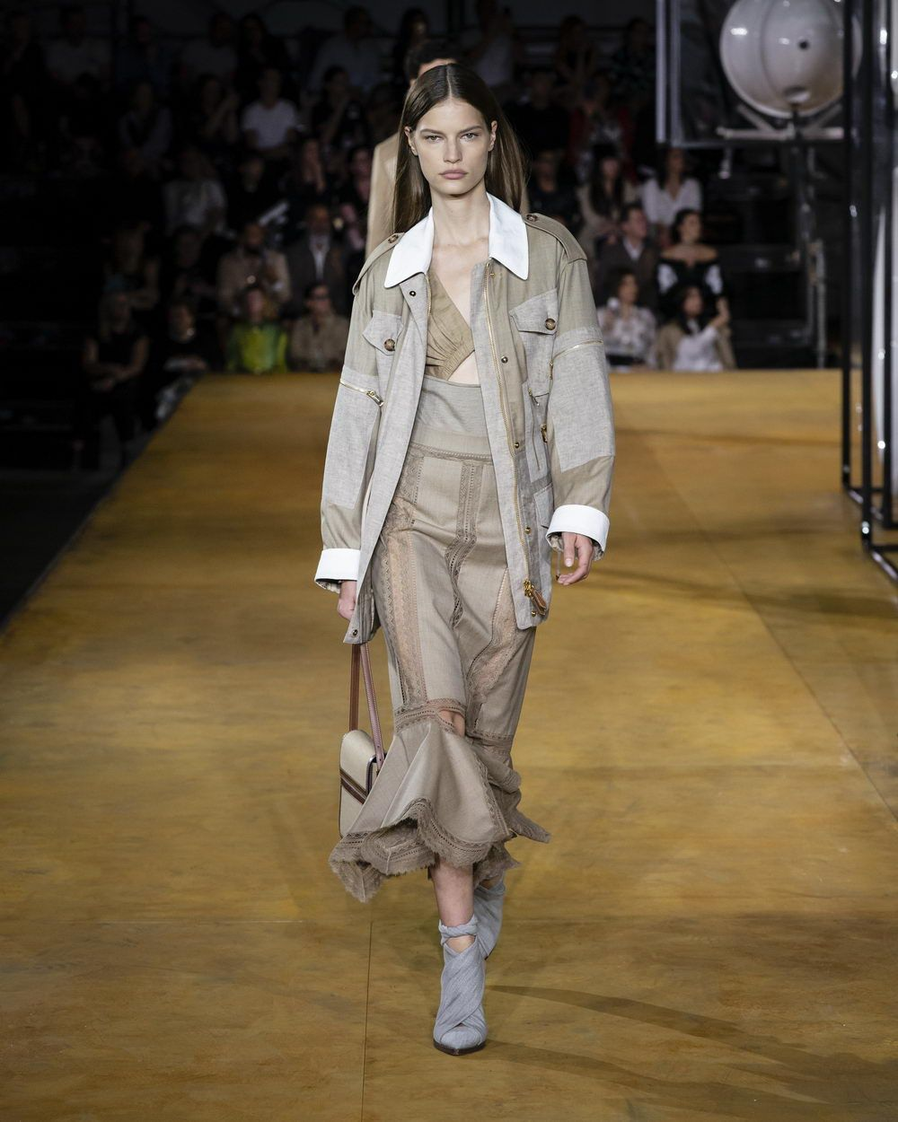 Burberry Spring_Summer 2020 Collection - Look 27_resize