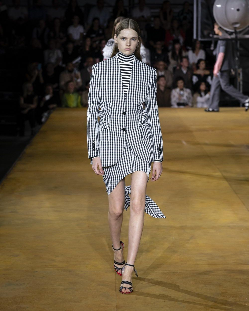 Burberry Spring_Summer 2020 Collection - Look 71_resize