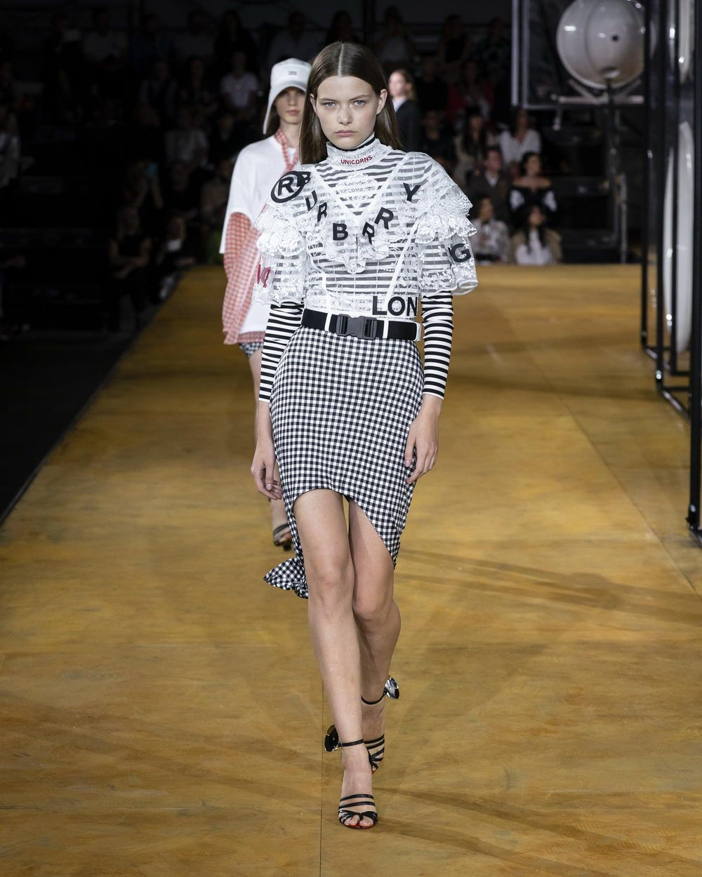Burberry Spring_Summer 2020 Collection - Look 72_resize