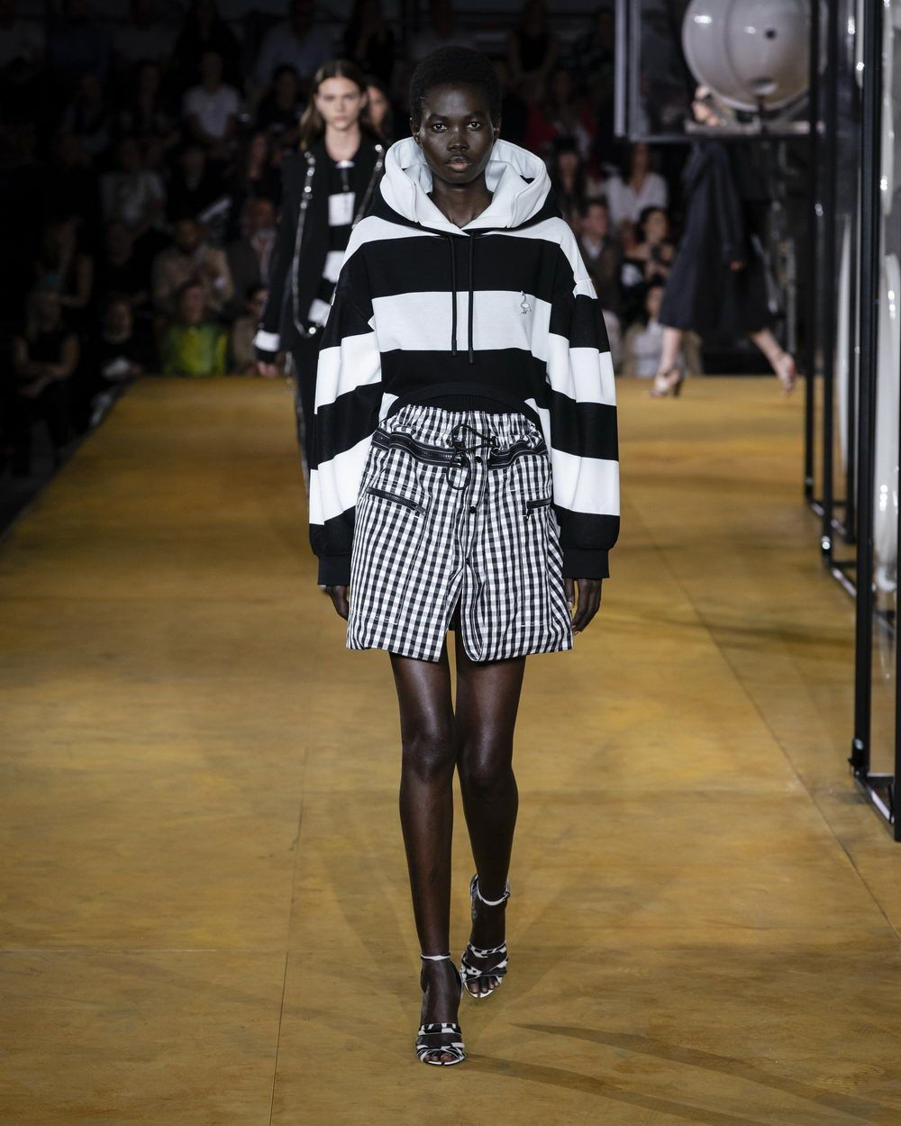 Burberry Spring_Summer 2020 Collection - Look 82_resize