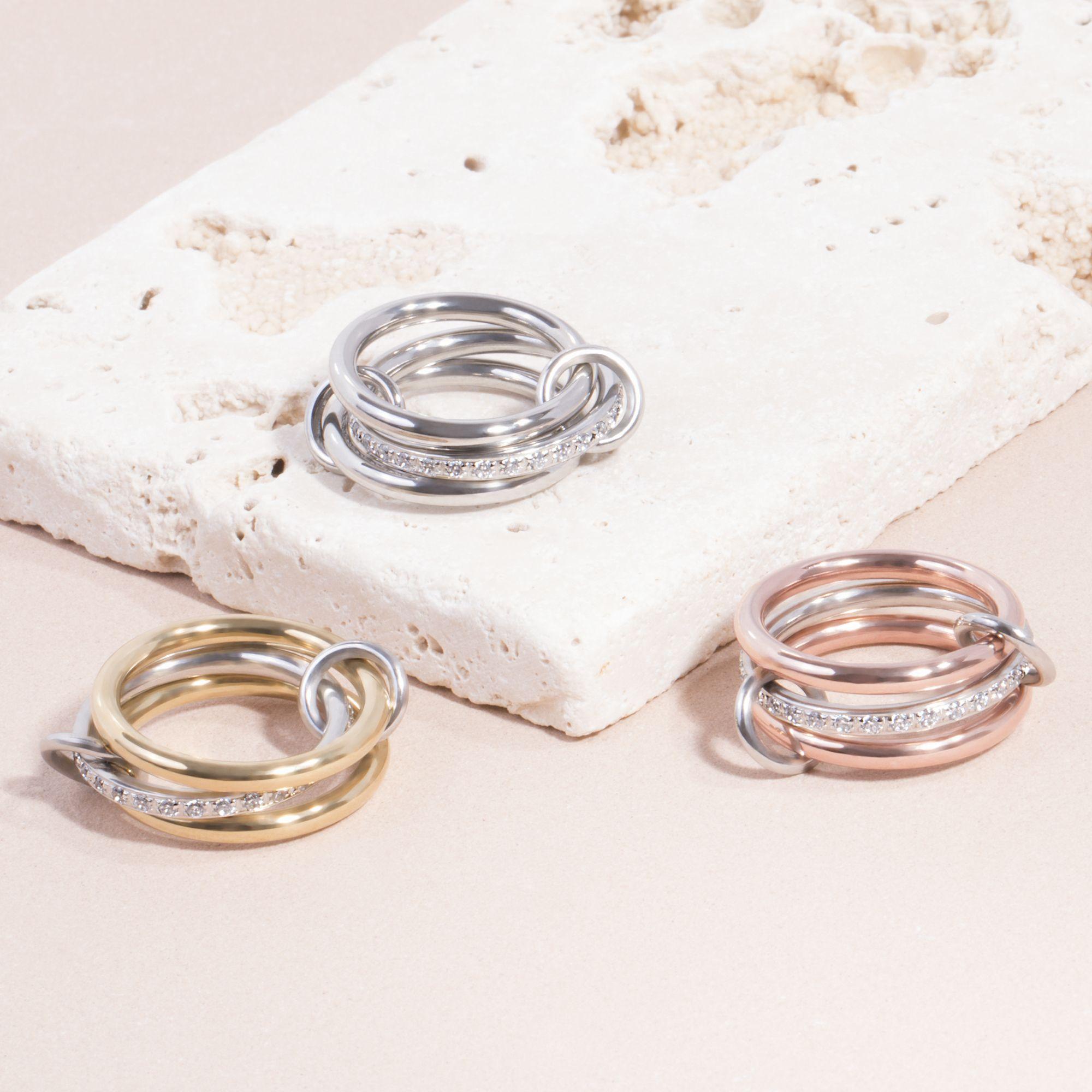 Mia Jewelry_Anel hoops com zircónias cúbicas em aço_ PVP 42€, dourado e rose gold_ PVP 44€
