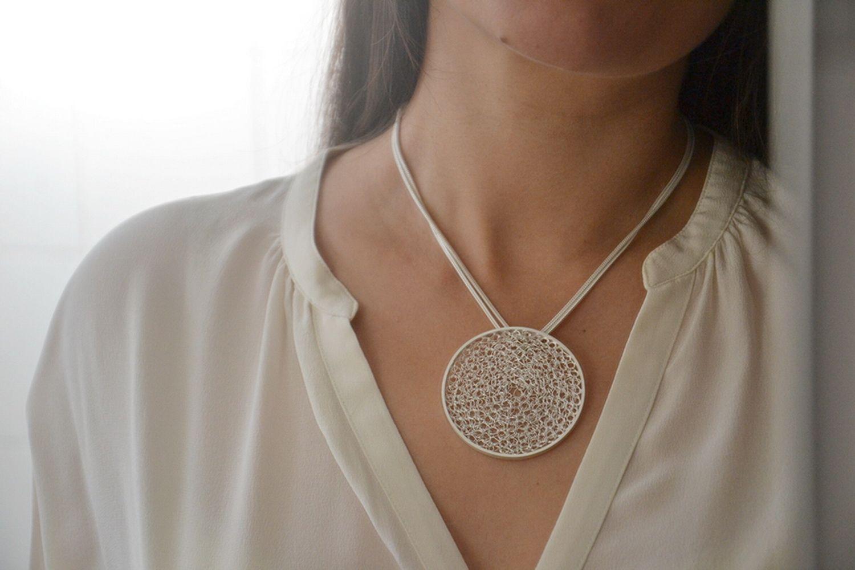 Telma da Mota, Medalhão Circles em prata PVP_ 105,00 €_resize