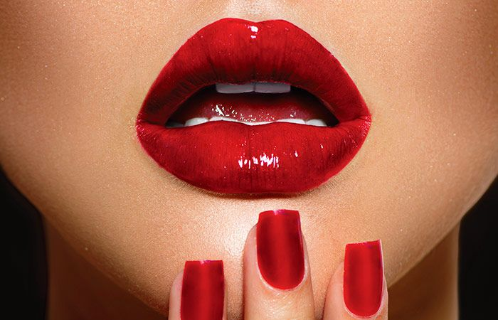 red-lipstick-1518750362