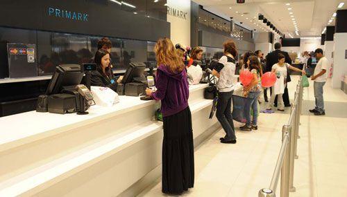As lojas Primark em Portugal têm roupa moderna e acessível