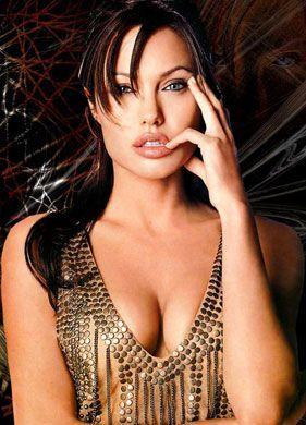Angelina Jolie é considerada por muitos, o padrão de beleza ideal