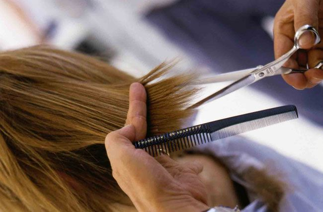 A razão pela qual algumas mulheres cortam o cabelo...