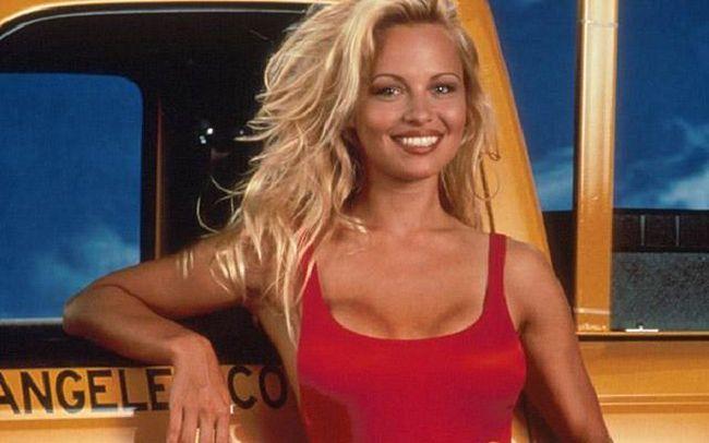 Pamela Anderson agora Condessa na Itália