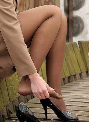 Quase sempre a mulher tem que parar e relaxar os pés