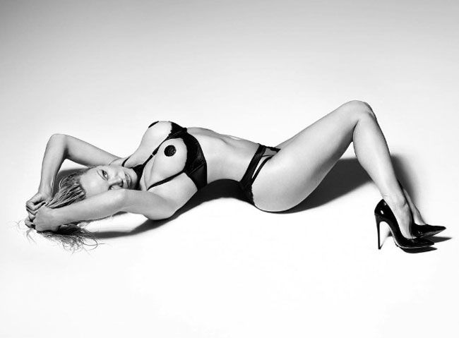 Pamela Anderson incendeia as redes sociais