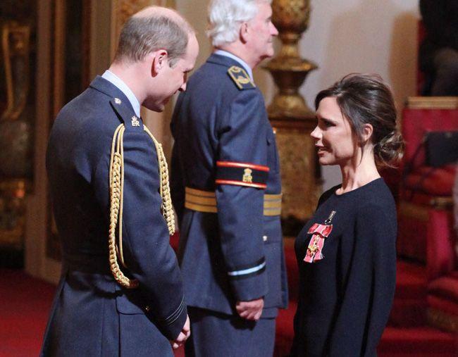 Victoria Beckham recebe a Ordem do Império Britânico