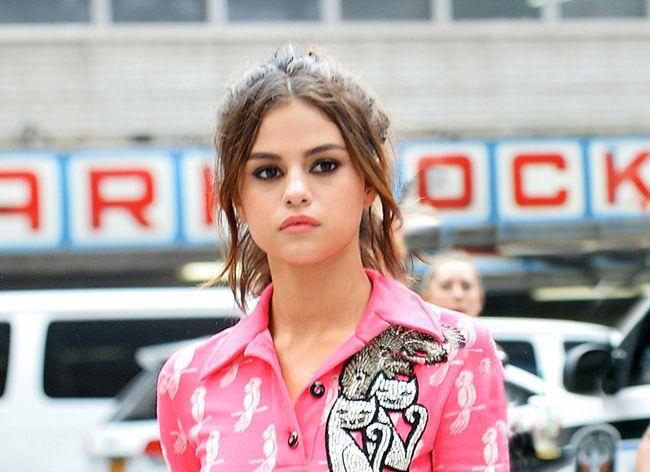 """O vestido que deixou a """"nu"""" Selena Gomez"""