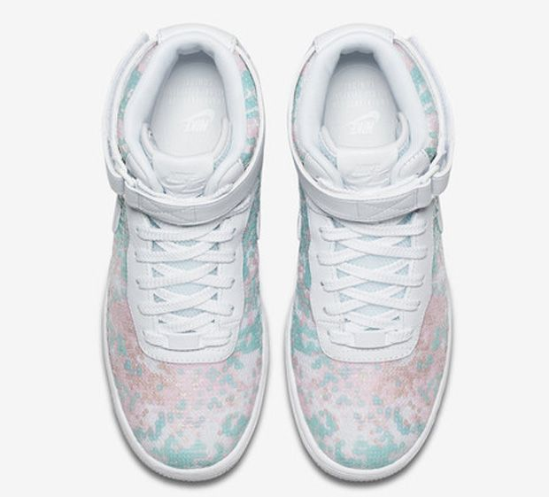 Sapatilhas da Nike baseadas no sapato de cristal de Cinderela