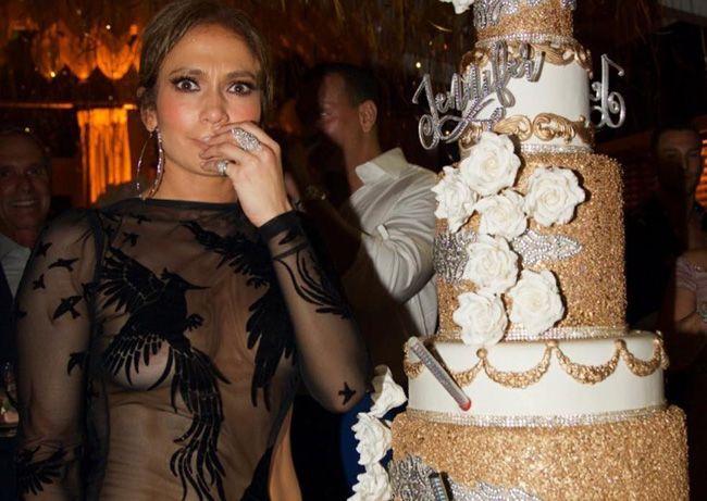 Jennifer Lopez celebra o seu 48º aniversário