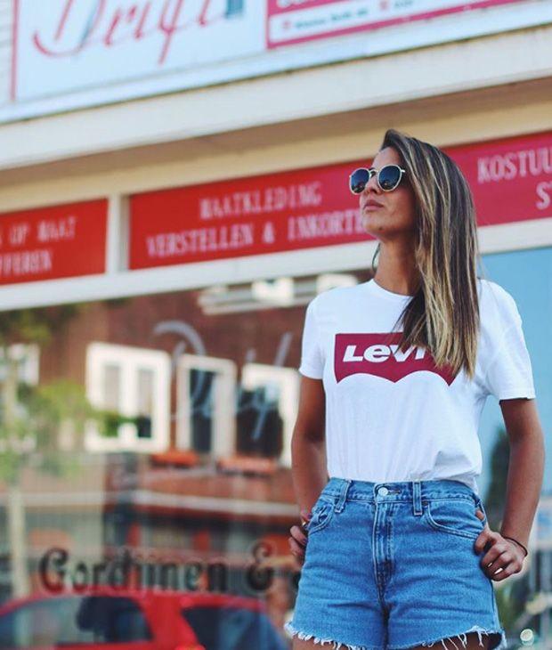 28e5993590 Mas há mais  a outra t-shirt que está na boca do mundo também é Levi s