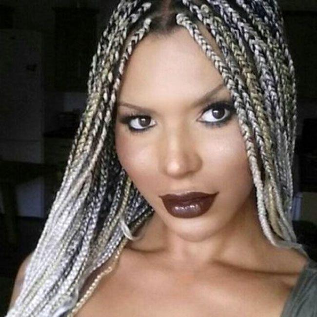 Modelo transgénero da L'Oréal demitido depois de comentários sobre pessoas brancas