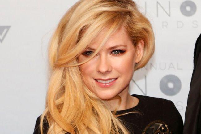 """Avril Lavigne é a celebridade """"mais perigosa"""" do mundo"""