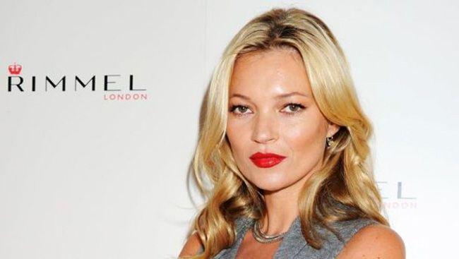 Filha de Kate Moss destaca-se na semana de moda de Londres