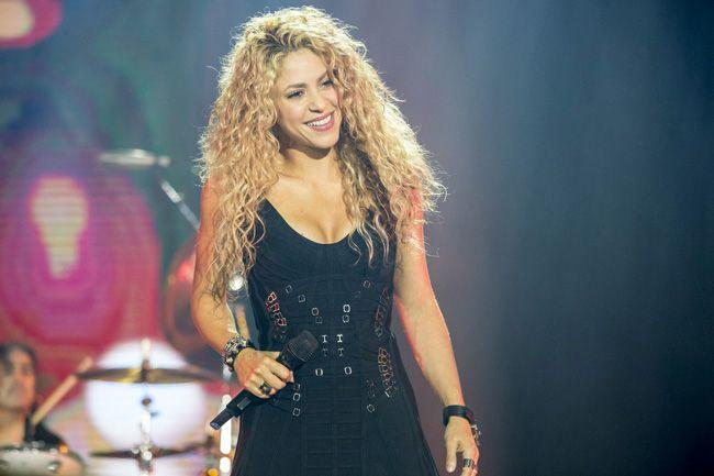 Shakira adia tournée mundial