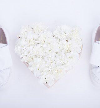 """Para noivas modernas, que dizem """"sim"""" às sapatilhas"""