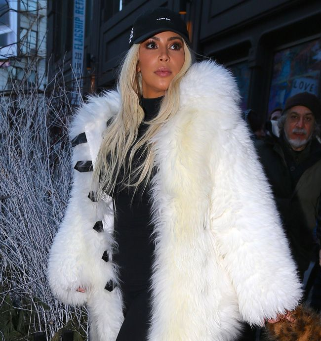 A socialite Kim Kardashian disse adeus às peles?