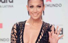 Jennifer Lopez compartilha um vídeo mas esquece-se do soutien