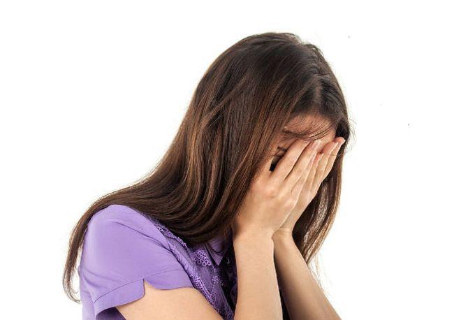 Mulheres sofrem perda de cabelo devido a stress e dietas