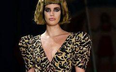 Sara Sampaio desfilou e brilhou para Moschino