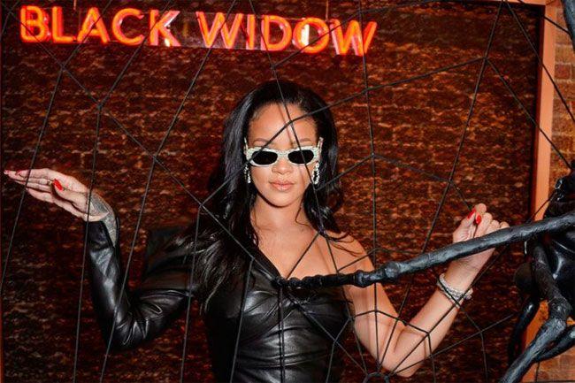 Rihanna e sua linha de acessórios sexuais que vais querer