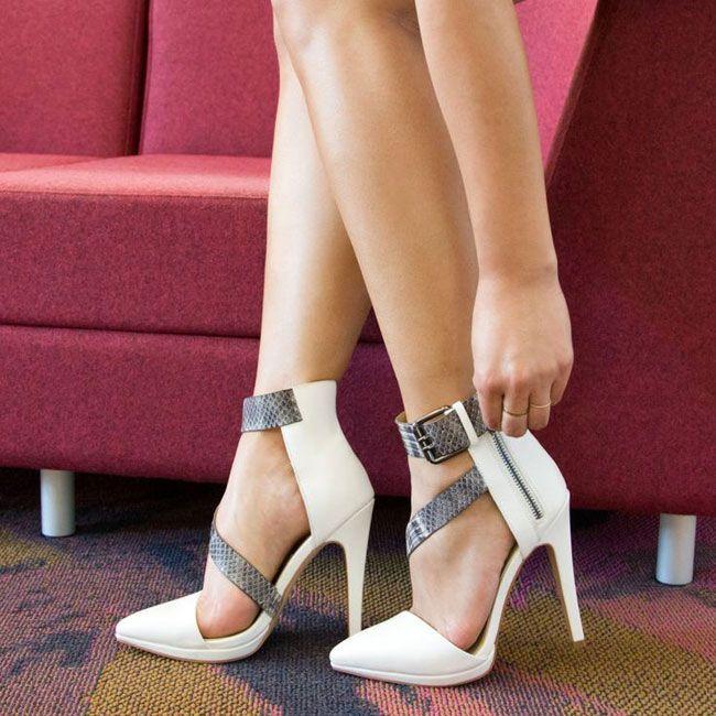 Estudo revela o porquê das mulheres terem muitos sapatos