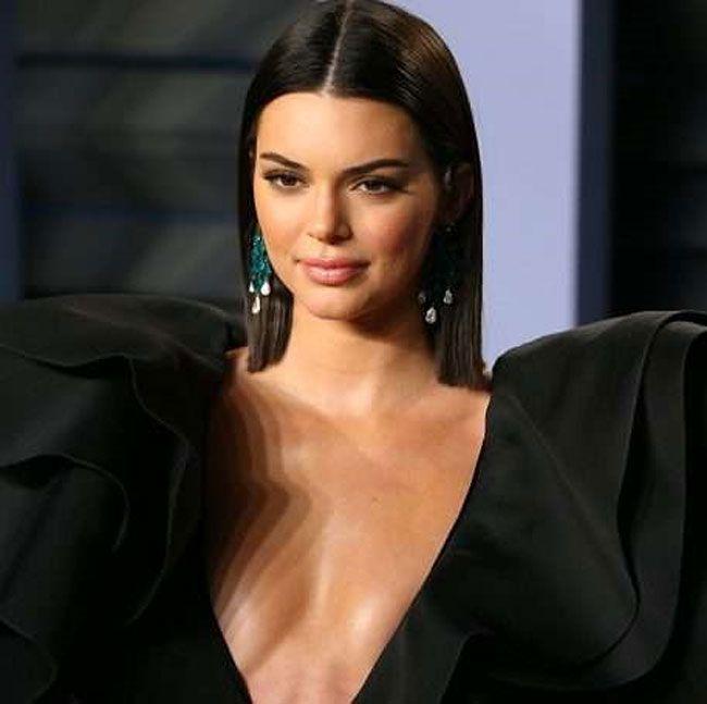 Vídeo: Kendall Jenner e o seu atrevido látex vermelho