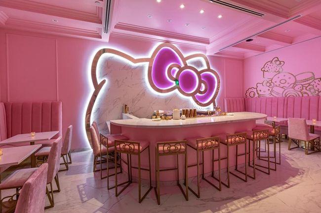 Hello Kitty na Califórnia com um café além do imaginário