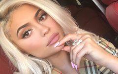 Sol de pouca dura: Kylie Jenner enche os lábios