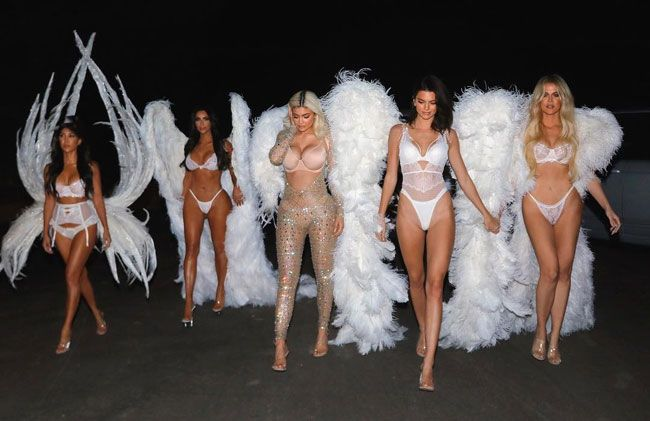 As Kardashian criam desfile de Victoria's Secret para Halloween