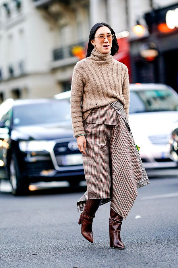 Para a estação fria: saia, blusa e botas longas