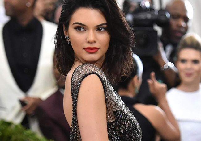 Kendall Jenner envia mensagem atrevida ao clã Kardashian