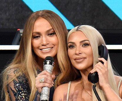 """Kim Kardashian e JLo aquecem Instagram com """"noite de cinema"""""""