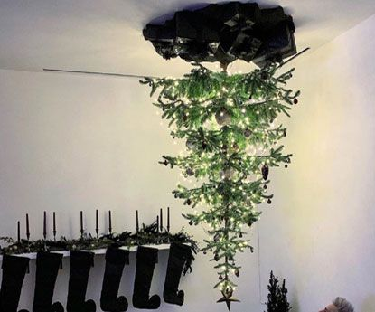 Porque colocou Ariana Grande a árvore de Natal no tecto?