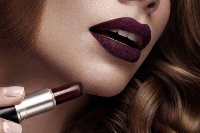 Lábios escuros - para adicionar dramatismo à tua maquilhagem