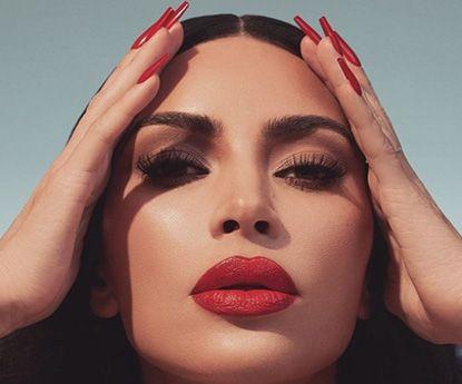 Kim Kardashian incendeia o Instagram ao posar sem roupa interior