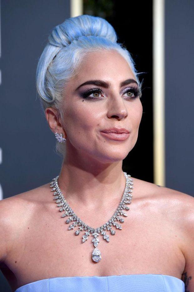 Lady Gaga pinta cabelo em cor pastel azul deslumbrante