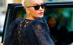 O vestido sweater de Rita Ora é, no mínimo, original