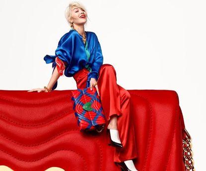 Cantora Rita Ora é a nova embaixadora para Escada