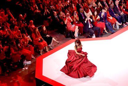 Chuva de estrelas no desfile Red Dress Collection® 2019