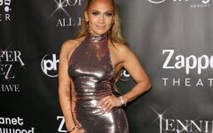 Jennifer Lopez incendeia Instagram aparecendo sem soutien