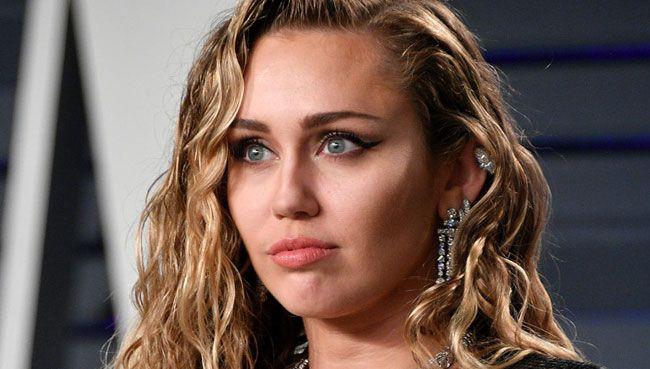 Assim é o rosto de Miley Cyrus com uma ressaca