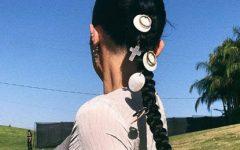 Esta é a última loucura da moda: os brincos no cabelo