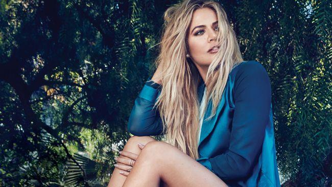 """Khloé Kardashian acusada de usar photoshop: """"14 dedos"""""""