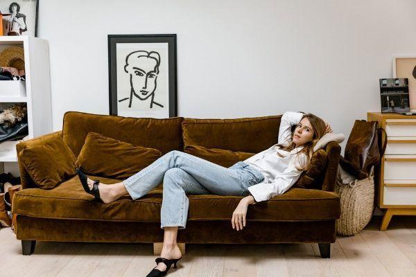 A tendência que nunca sai de moda: os Mom Jeans